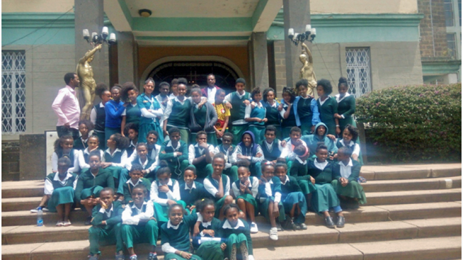 May-3-museum-trip-with-8th-grade